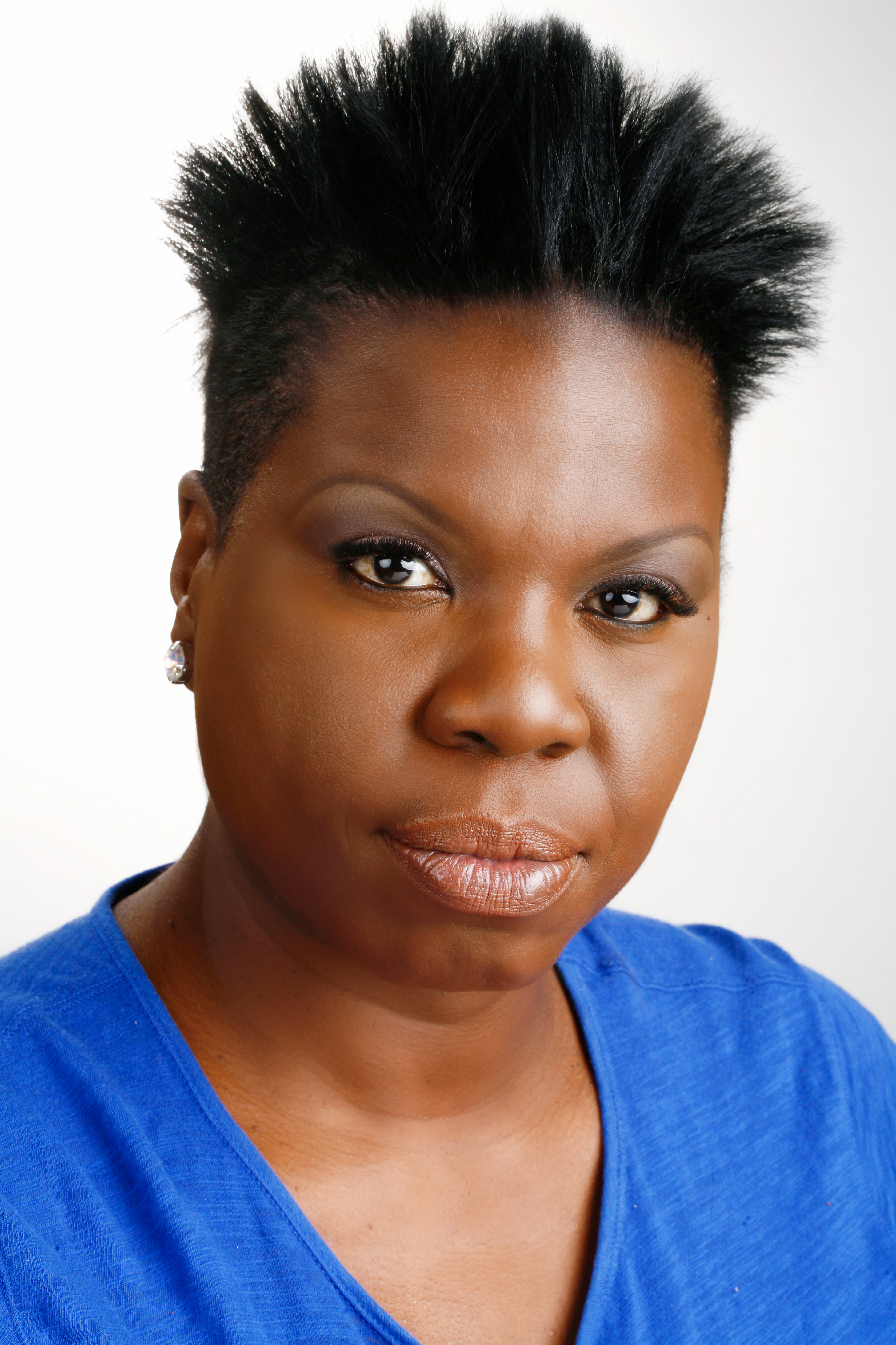 how tall is leslie jones