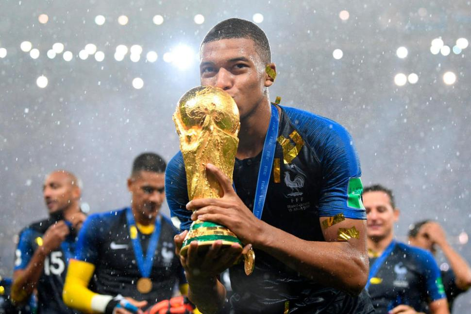 https_%2F%2Fhypebeast.com%2Fimage%2F2018%2F07%2F2018-fifa-world-cup-golden-award-winners-mbappe-modric-1.jpg